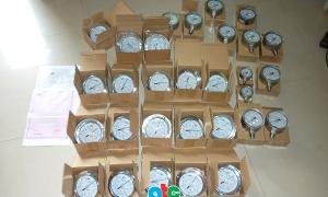 Kiểm tra đồng hồ đo áp suất trước khi gửi hàng đi Bình Định