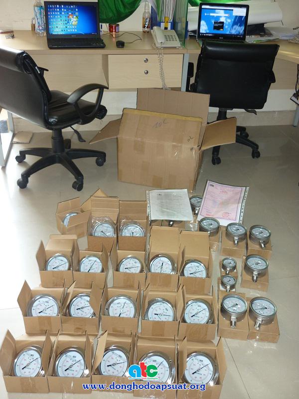 Chuẩn bị đóng thùng đồng hồ đo áp suất gửi đi Bình Định