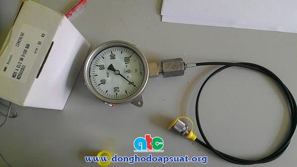 Đồng hồ đo áp suất sử dụng dây kết nối