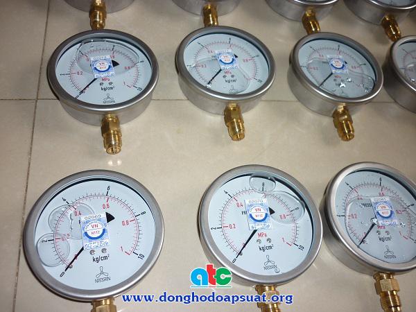 Một mẫu tem kiểm định đồng hồ đo áp suất