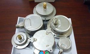 Các kiểu chân ren, vành 3 lỗ và chân tâm giá của đồng hồ đo áp suất