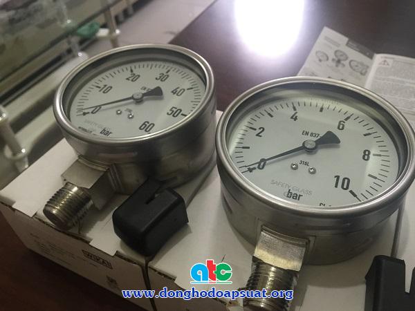 Đồng hồ đoa áp suất Đức - Wika với một thang đo đơn vị bar