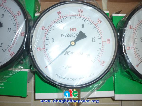 Cận cảnh áp kế KK- Đài Loan, dãy đo 15kg/cm2, đường kính mặt 150mm