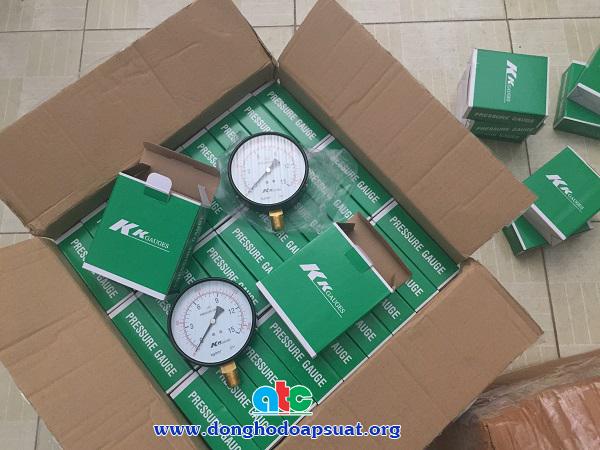 Đồng hồ áp suất KK Taiwan 15kg/cm2, D100, chân đứng