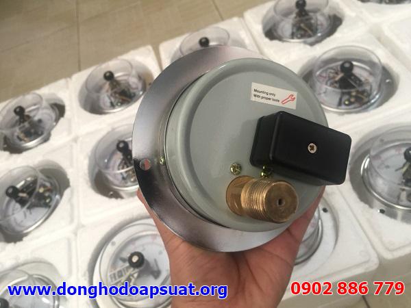 Mặt sau của đồng hồ đo áp suất 3 kim tiếp điểm điện, hộp đấu nối bên ngoài tiện lợi lắp đặt