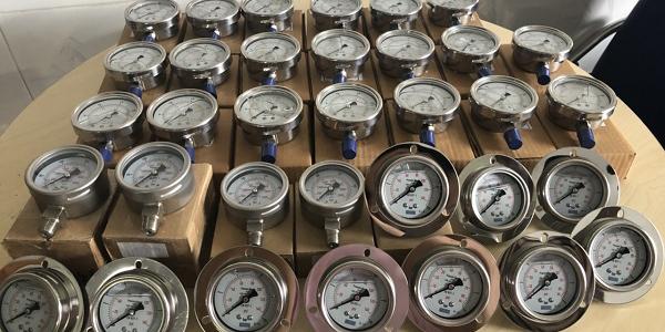 Lô đồng hồ đo áp suất GB France và áp kế Yamaki chân sau giao đi tỉnh Hưng Yên