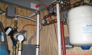 Đồng hồ đo áp suất nước cho hệ thống may bơm nước tòa nhà