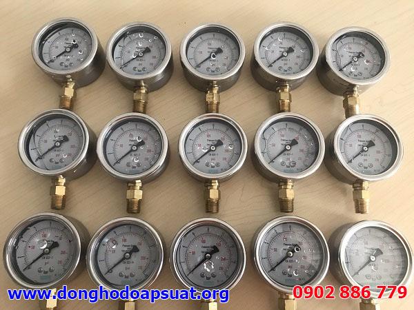 Đồng hồ đo áp suất Yamaki có dầu, chân đồng, mặt kính 63mm gửi đi Hải Phòng